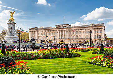 Buckingham Palace and Victoria Memorial at spring time.