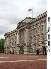 Buckingham Palace, London - guards outside Buckingham...