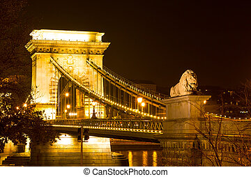 Budapest Chain Bridge by night - Budapest Chain Bridge over...