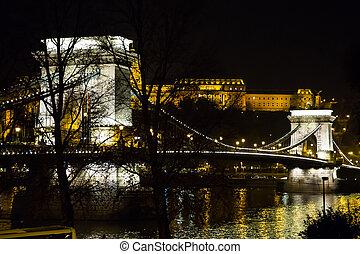 Budapest Chain Bridge by night - Budapest Chain Bridge over...