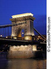 Budapest in the night : Chain bridge