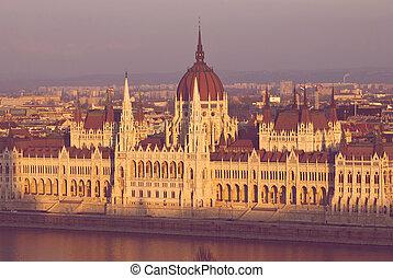 budapest, parlamento, pôr do sol, luz, húngaro