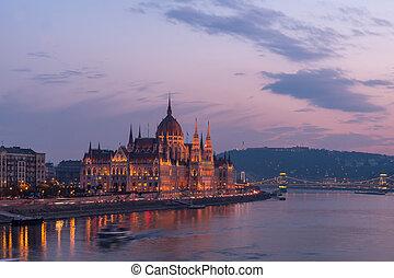 budapest, parlement, aérien, rivière, danube, hungary., coucher soleil, vue