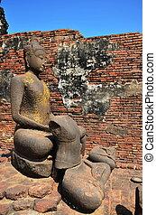 Buddha image in Phra Prang Samyod