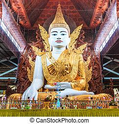 Buddha in Ngahtatkyi Pagoda in Yangon, Myanmar (Burma) They are