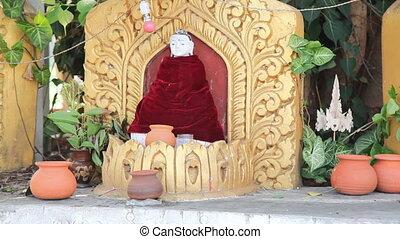 Buddha inside pagoda on Inle lake
