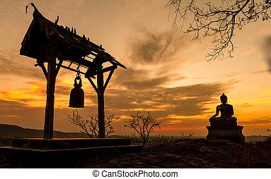 buddha, statue, in, sonnenuntergang, an, phrabuddhachay, tempel, saraburi, thailand.