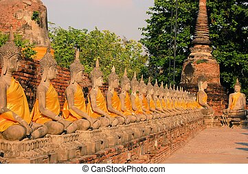 Buddha statues Wat Putthaisawan, Ayutthaya - Row of Buddha...