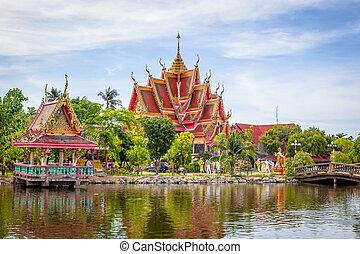 Buddhist temple in Samui island
