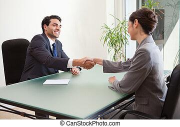 bueno, entrevistar, mirar, director, sonriente, solicitante