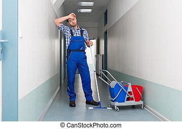 stockfotos von buero besen arbeiter putzen korridor. Black Bedroom Furniture Sets. Home Design Ideas