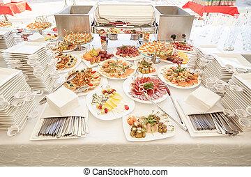 buffet, tavola, con, uno, varietà, di, piatti, in, il, ristorante