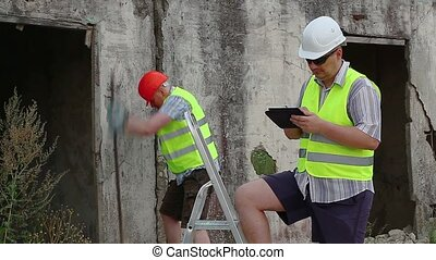 Builder with tablet