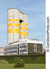 Building and main processing silos of a concrete factory