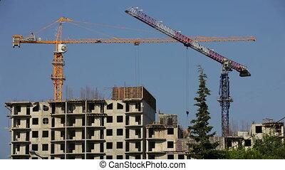 Building cranes