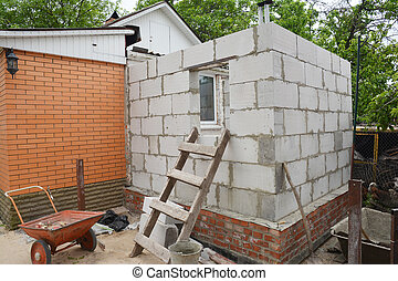 Building home addition from aerated autoclaved concrete blocks to a brick house.
