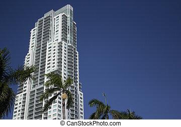 Building in Miami Florida - Condo or business building in...