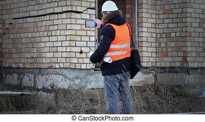 Building inspector filmed