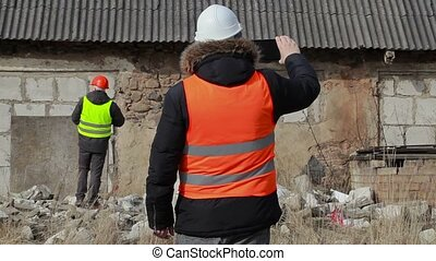 Building inspectors with tablet PC and documentation