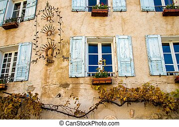 Building wall with flowers decoration
