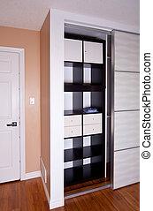 built-in, placard, à, porte coulissante, rayonnage, stockage, organisation, solution, vide, étagères