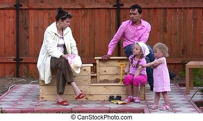 buiten, ouders, twee kinderen