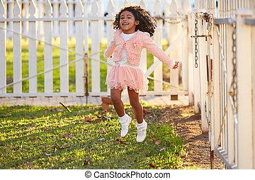 buiten, park, springt, meisje, toddler, spelend, geitje