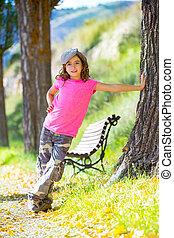 buiten, pet, park, camouflage, bankje, meisje, broek, geitje