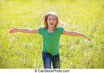buiten, rennende , groene, handen, meisje, vrolijke , open, geitje