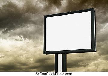 buitenreclame, met, lege, scherm, op, donkere wolken