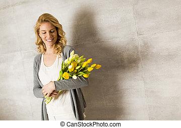 bukett, tulpaner, kvinna, ung, gul