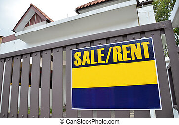 Bulletin board with the inscription RENT or SALE at home in...