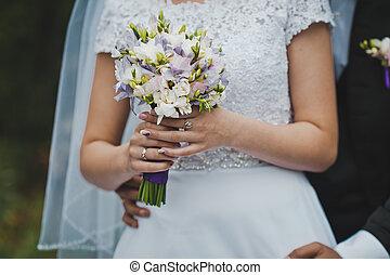 Bunch of flowers in hands of the bride 2044.
