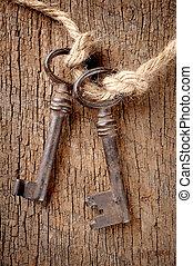 bunch of vintage keys