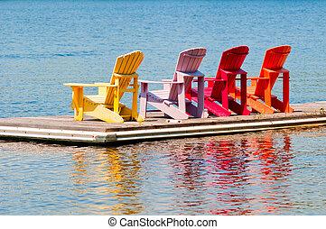 bunte, stühle, auf, a, dock