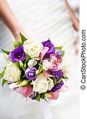 buquê casamento, com, diferente, flores mãos, de, noiva