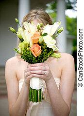 buquet, noiva, sobre, segurando, rosto