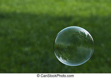 burbuja jabón, vuelo, delante de, pasto o césped