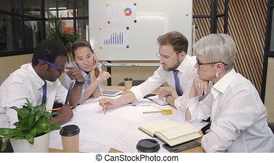 bureau, éclairage, démarrage, regarder, projet, équipe, américain, travail, bureau., multiethnic