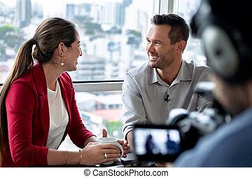 bureau affaires, conversation, entrevue, pendant, sourire, constitué, homme