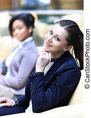bureau affaires, séance, moderne, femmes affaires, compter, discuter