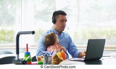 bureau, bébé, ordinateur portable, père, fonctionnement, ...