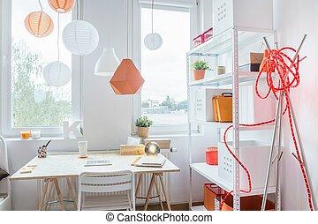 bureau bois, dans, blanc, intérieur