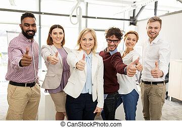 bureau, business, heureux, haut, projection, équipe, pouces