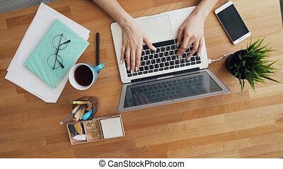 bureau, communiquer, ordinateur portable, travail, dactylographie, informatique, femelle transmet, utilisation