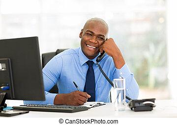bureau, conversation, téléphone, américain, africaine, homme affaires