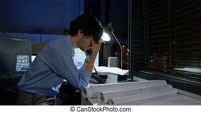 bureau, conversation, téléphone, homme affaires, 4k, frustré