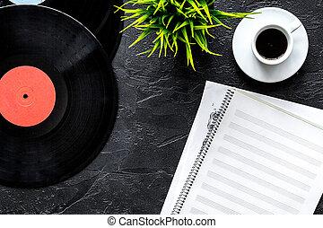 Café travail mockup parolier sommet musicien vide papier