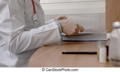 bureau., docteur masculin, paperasserie
