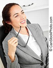 bureau, elle, séance, autoritaire, tenue, bureau, femme affaires, lunettes